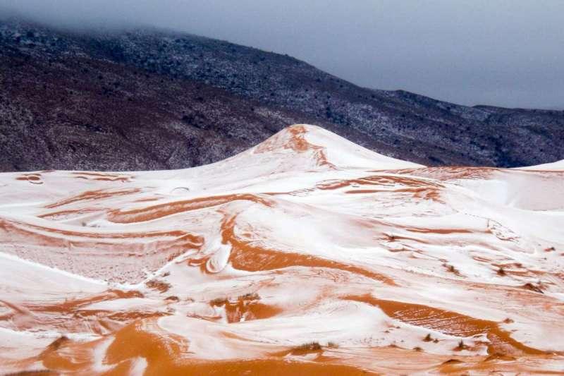 圖為艾因塞弗拉在2016年1月也出現降雪美景。(美聯社)