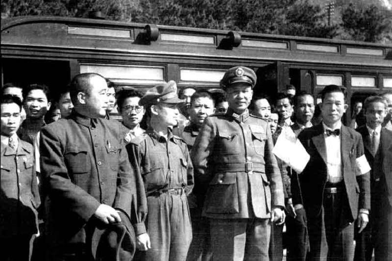 二二八事件後,國防部部長白崇禧抵達臺灣宣慰(善後)。(維基百科)