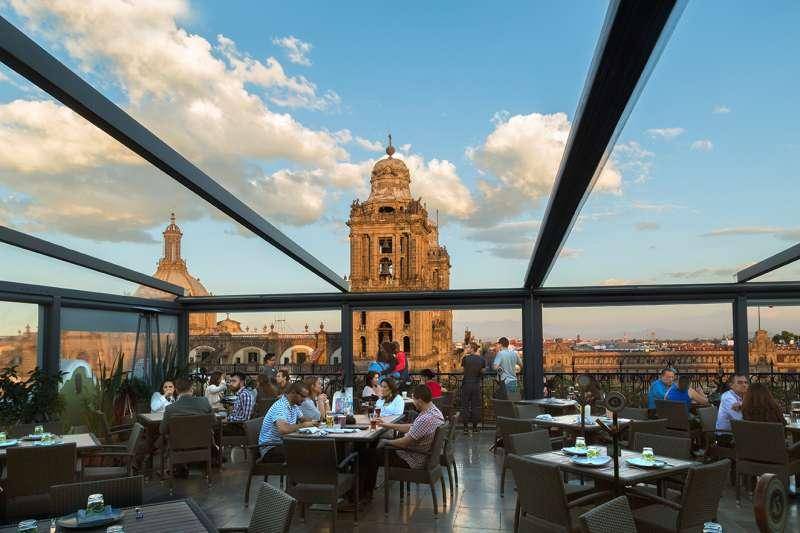 墨西哥城憲法廣場市中心酒店頂樓餐廳景觀十分優美。(圖/飯店官網)