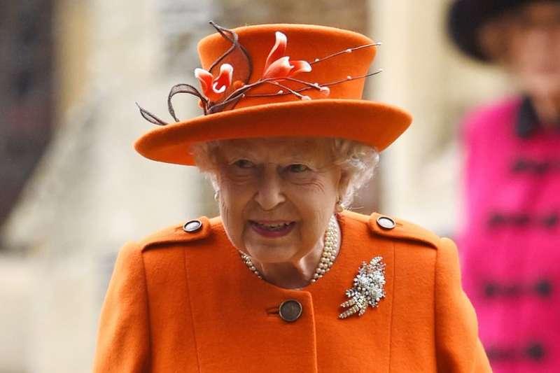 英國王室成員的服飾一向備受關注。此次連英女王的胸罩也成為了爭議。(BBC中文網)