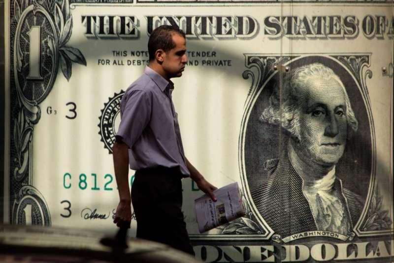 不只台灣勞工薪資凍漲,美股大漲,美國勞工的薪水卻也凍漲。(AP)