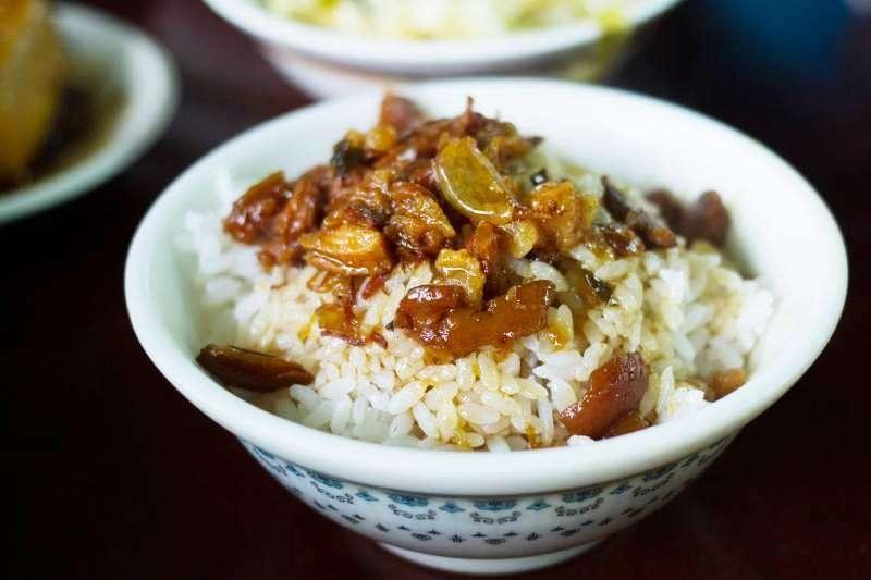 只要將滷肉醬淋上白飯,就能搖身一變為人間美味,滷肉飯絕對是台灣人引以為傲的發明?。▓D/LWYang@Flickr)