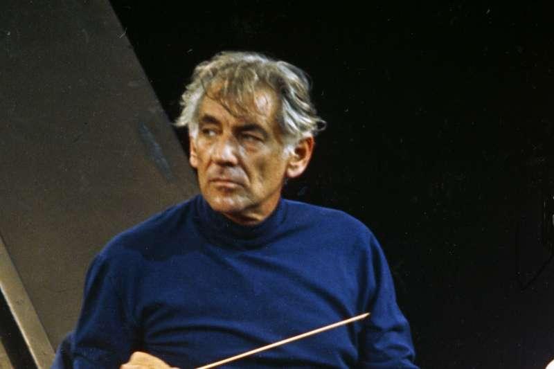 指揮大師伯恩斯坦(Leonard Bernstein)(Wikipedia / Public Domain)