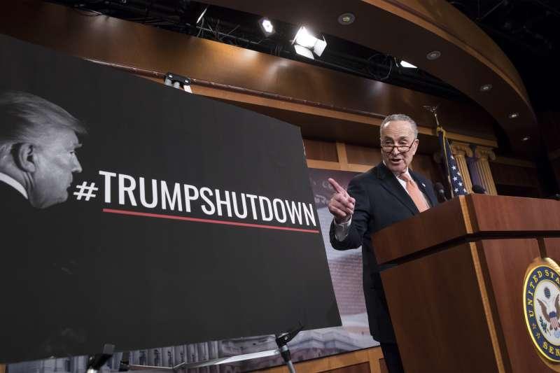 美國聯邦參議院民主黨領導人舒默(Charles Schumer)力推「川普關門」(AP)