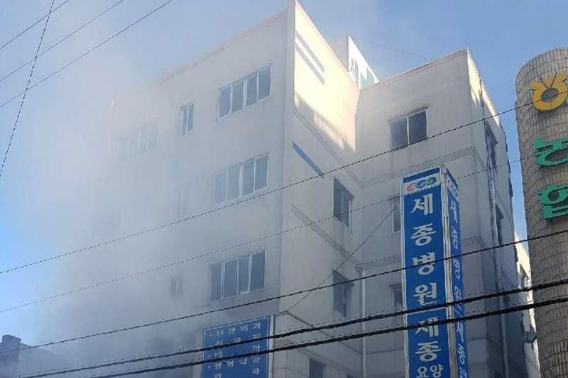 南韓慶尚南道密陽市一間療養醫院26日清晨7時許傳出火災,造成數十人死亡的慘?。ˋP)