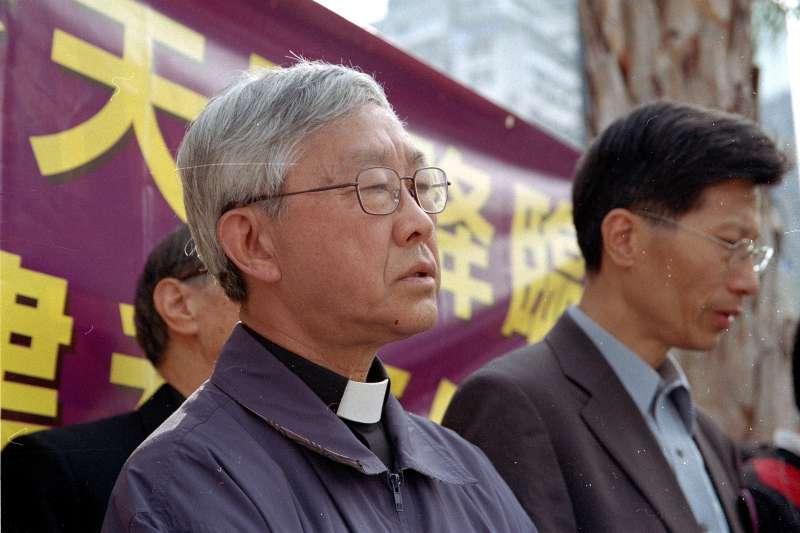 天主教香港榮休主教陳日君(左)。(Alfredoko@Wikipedia/CC BY-SA 3.0)