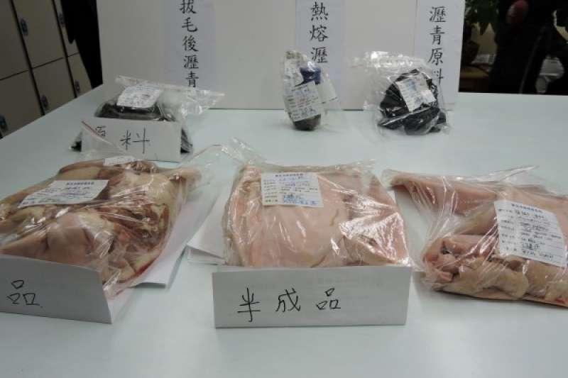 新北市政府衛生局將業者使用瀝青脫毛後的豬頭皮原料與成品帶回,並移請台灣士林地方法院檢察署偵辦。(新北市政府衛生局提供)