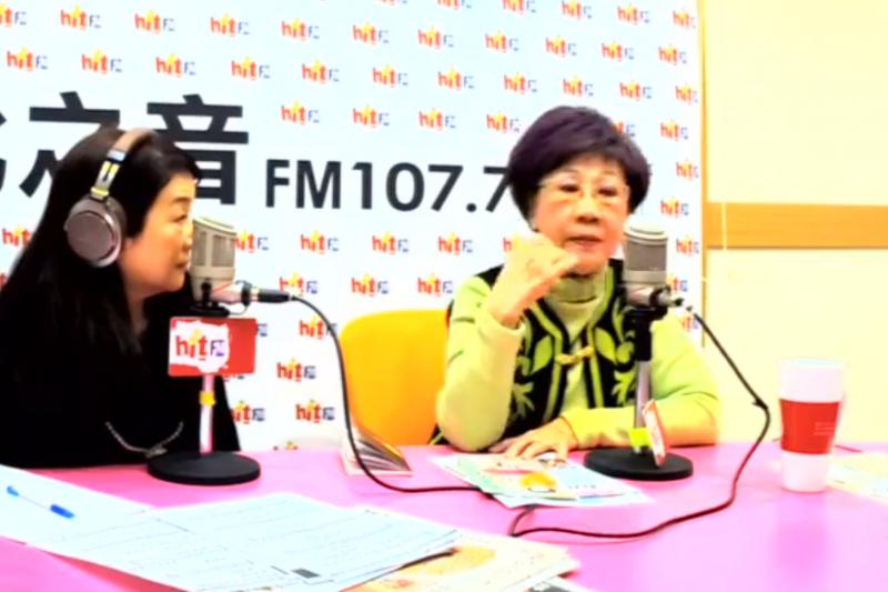 表態參選台北市長的前副總統呂秀蓮在節目中指出,首都市長時常享受媒體的光環,因此常讓市長「作秀比做事多」,希望台北市民不要再付「學費」給政治素人當市長。(取自《蔻蔻早餐》臉書)
