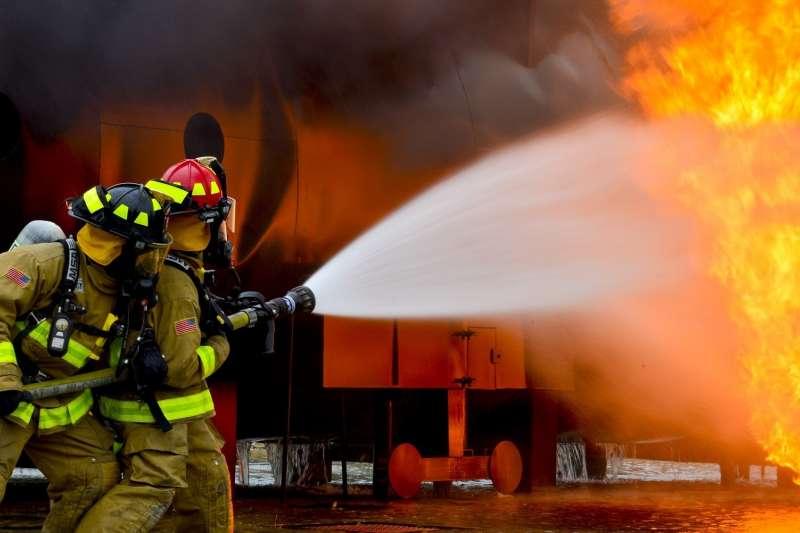 消防員認為,平常工作最麻煩的也不會是火場,而是長官熱愛的「門面」與做不完的行政工作。(資料照,取自Pixabay@Pexels)