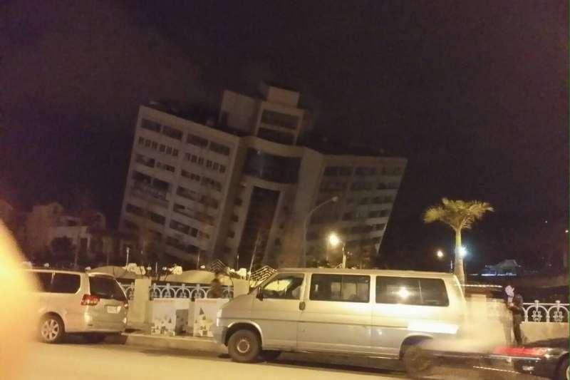 花蓮大地震發生在半夜,此時許多人都在睡夢中,該如何正確逃生自保?(圖/網友提供)