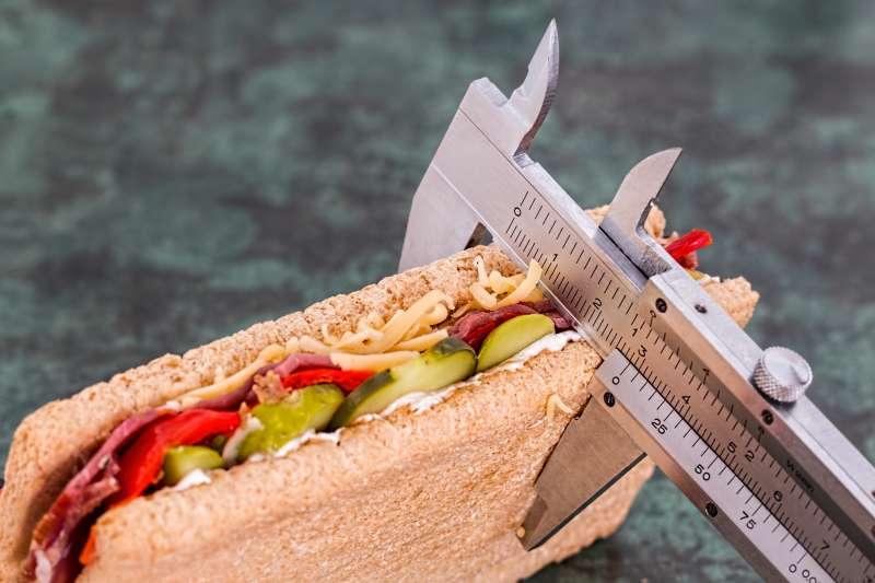 衝破「減肥停滯期」,營養師建議提高基礎代謝率與注意飲食。(圖/Pixabay@PEXELS)