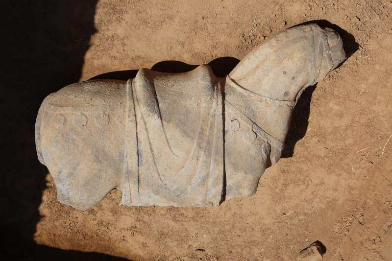 唐代宗元陵的神道石馬殘塊(新華社)