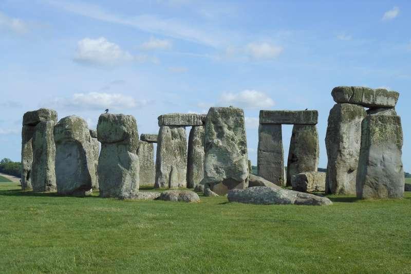 巨石陣對古人來說可不只做祭祀、測天象,據說史上最早的音樂趴也是在這舉行!(圖/pixabay)