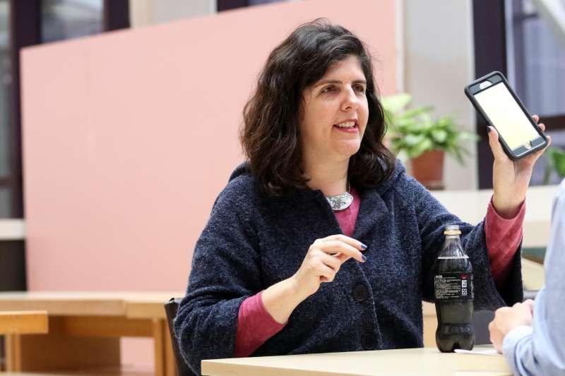 20180209-世貿書展,以色列作家葉德林專訪。(蘇仲泓攝)