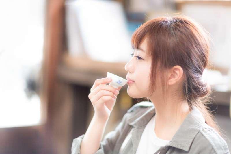 為什麼有些人不管喝再多酒,臉都不會紅?(圖/pakutaso)