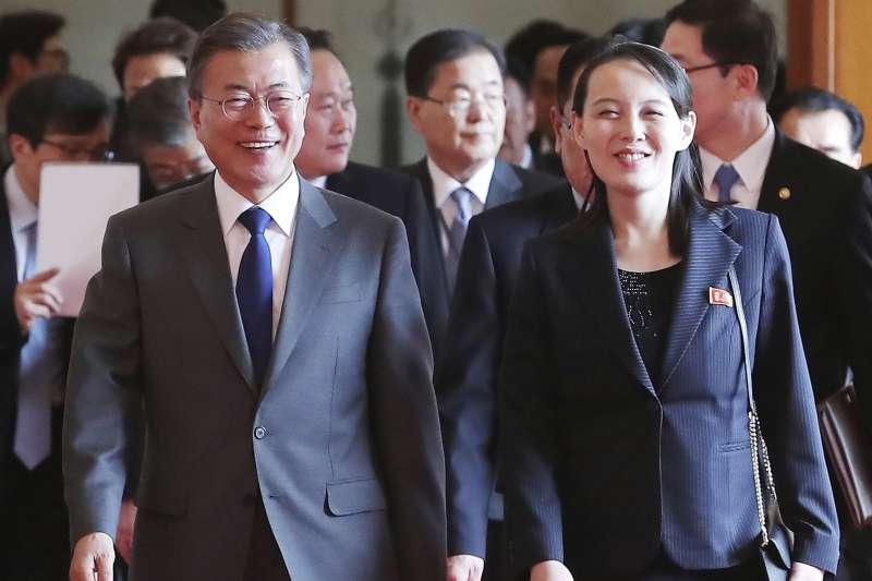 2018年2月10日,北韓朝鮮勞動黨委員長金正恩的胞妹金與正訪問南韓總統府青瓦台,與文在寅總統相談甚歡。(AP)
