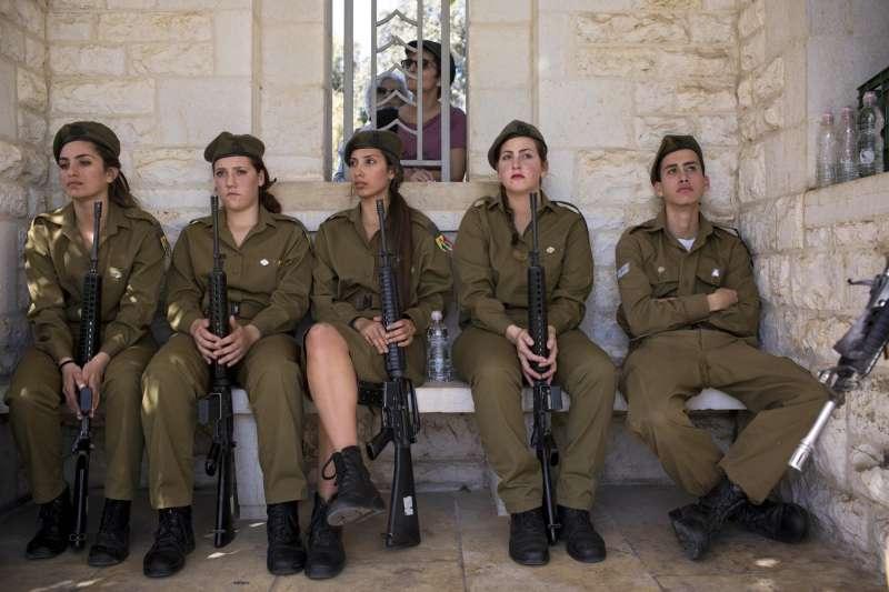 以色列猶太人不分男女皆要當兵(AP)
