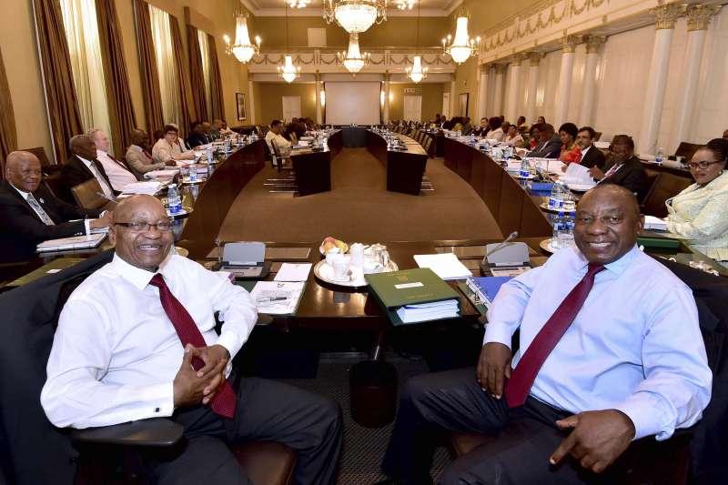 南非總統祖馬(左)與副總統、執政黨「非洲民族議會」(ANC)黨魁拉馬福薩(AP)
