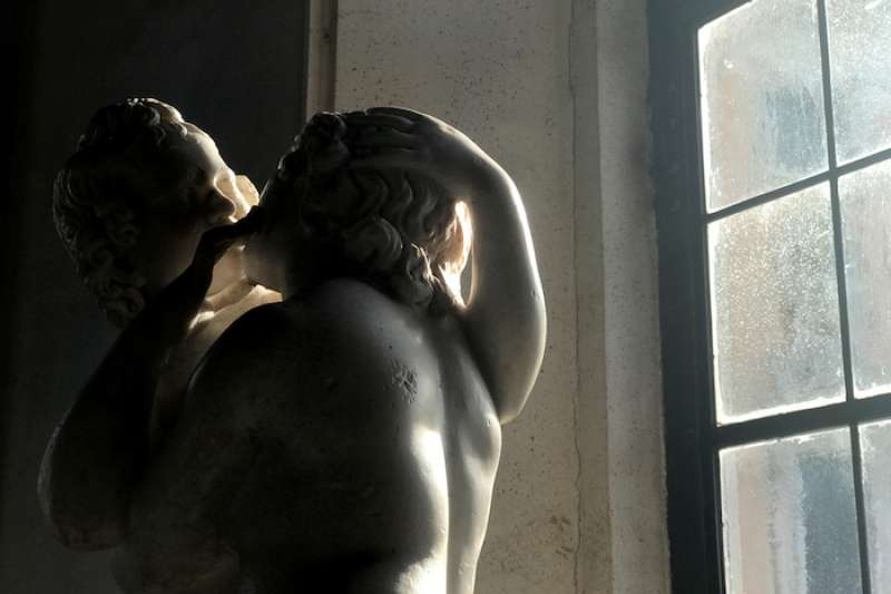 情人節:羅馬市政廳博物館的愛神丘比特與普塞珂(曾廣儀攝)