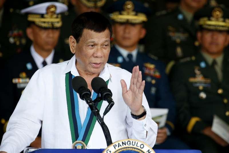 菲律賓總統杜特蒂竟叫士兵「射擊女性叛亂份子的陰道」引發批評。(美聯社)