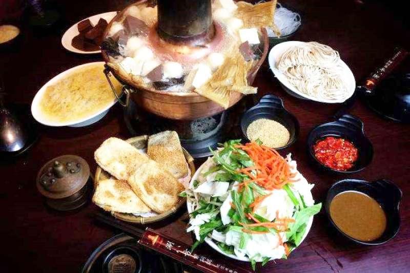 把握冬季尾聲,再來吃頓酸菜白肉鍋吧!(圖/Funtime提供)