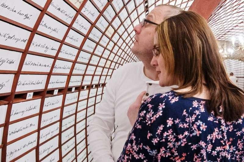 這座愛情銀行裏可以存儲戀人們的小信物。(BBC中文網)