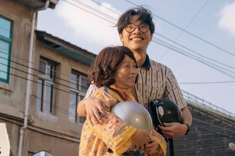 《花甲大人轉男孩》從電視劇接著出電影版,也是今年最強打的賀歲片!(圖/花甲大人轉男孩(電影版)@facebook)