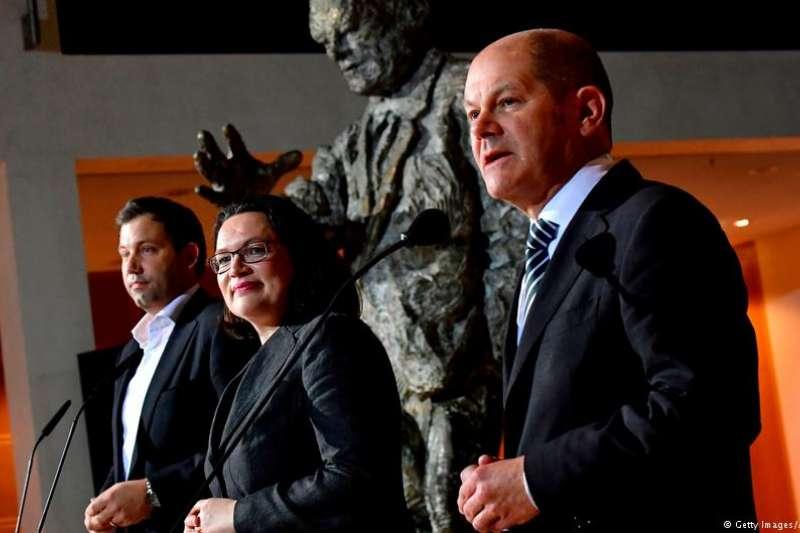 社民黨未來的核心領導層克林拜爾(Lars Klingbeil左一)納勒斯(Andrea Nahles左二)和肖爾茲(Olaf Scholz)亮相。(德國之聲)