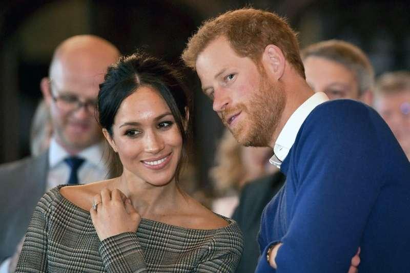 英國哈利王子(右)與未婚妻梅根(左)將於今年5月19日舉行婚禮(美聯社)