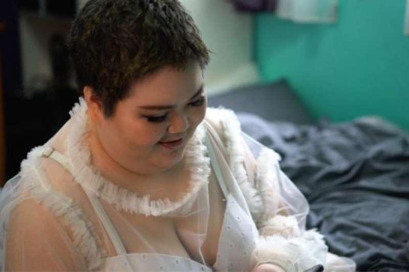 汪綺開始減肥之後已經瘦到一百公斤以下。(BBC中文網)