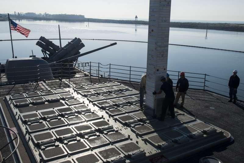 即將隨同卡爾文森號訪問越南峴港的美軍巡洋艦尚普蘭湖號。(美國海軍官網)