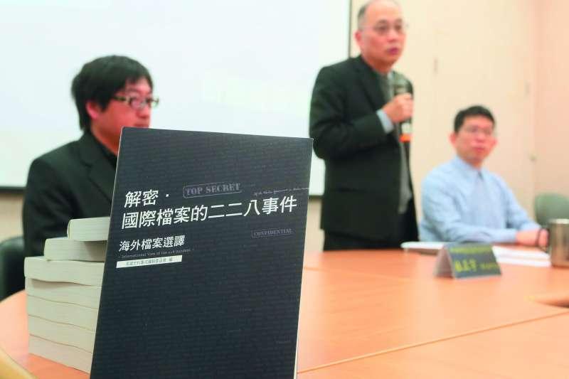海外有許多台灣史料,除了國史館發行新書,許多鄉民自行前往美國挖寶。(柯承惠攝)