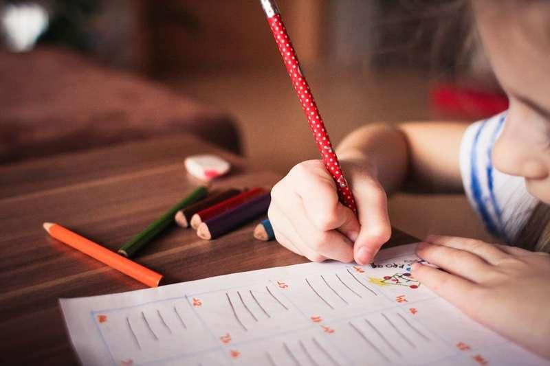 家教工作可以當成正職嗎?(圖/PEXELS)