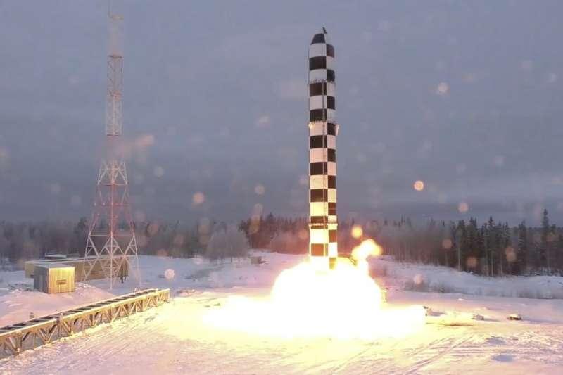普京1日發表年度演說,公布新型洲際彈道飛彈薩爾馬特(Sarmat)的發射影片。(AP)