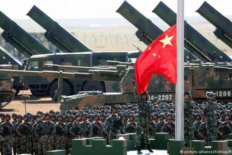 2017年7月30日,中國軍隊在朱日和訓練基地舉行閱兵儀式。(德國之聲)