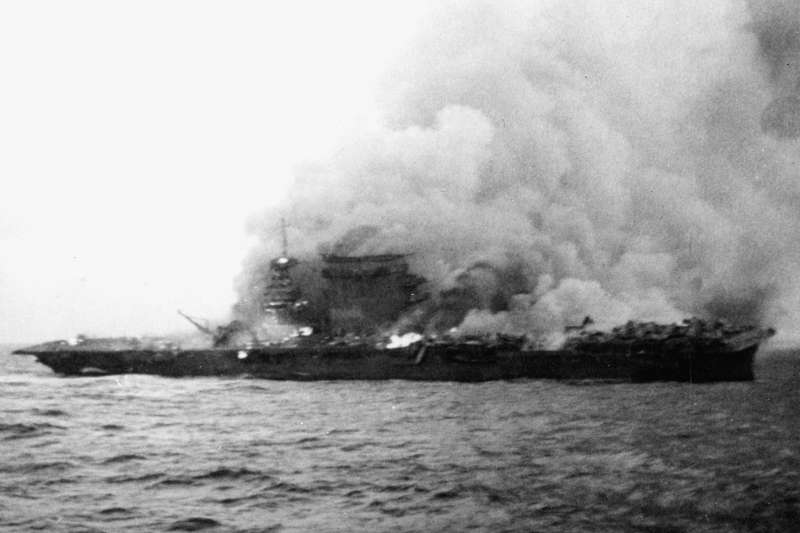 即將沉沒的列星頓號航母。(維基百科/公用領域)