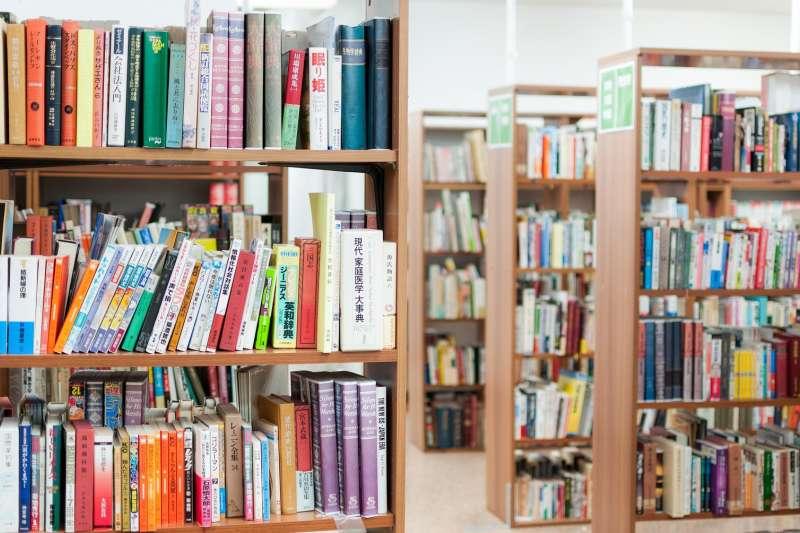為何越來越少人買實體書的現在,內文字很大的小書業績卻不受衝擊呢?(圖/張維中提供)