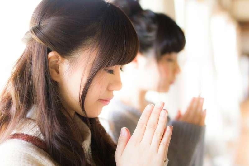 想提升戀愛運的人,到東京旅遊,請務必參訪這些結緣神社喔!(示意圖/pakutaso)