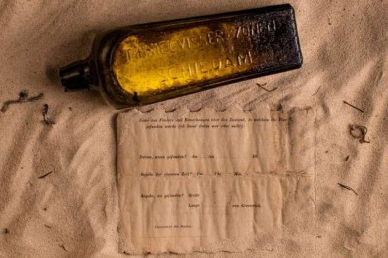 經歷史學家考證,這個瓶子確實是1886年德國洋流記錄試驗中扔進海裡的數千個漂流瓶之一,也是迄今為止記錄在案的年代最古老的漂流瓶和瓶中信。(BBC中文網)