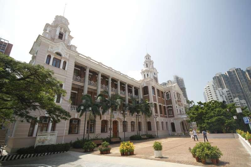 香港大專教育本身就面對資源不足問題。最明顯的表徵,就是大學無法為講師提供合理而穩定的聘用條件及教學環境。圖為香港大學本部大樓外部。(Ka-Fai,So@Wikipedia/CC BY-SA 3.0)