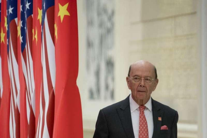 美國商務部長羅斯2017年抵達北京人民大會堂參加國宴。(美聯社)