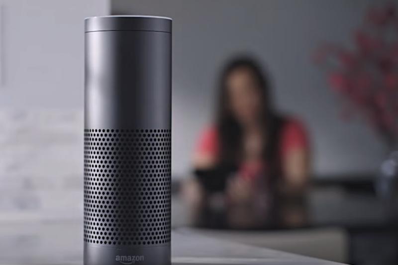 近期有多位用戶反映,家裡的Alexa會突然發出詭異的笑聲,令人寒毛直豎。這到底是怎麼一回事?(圖/截自Youtube)