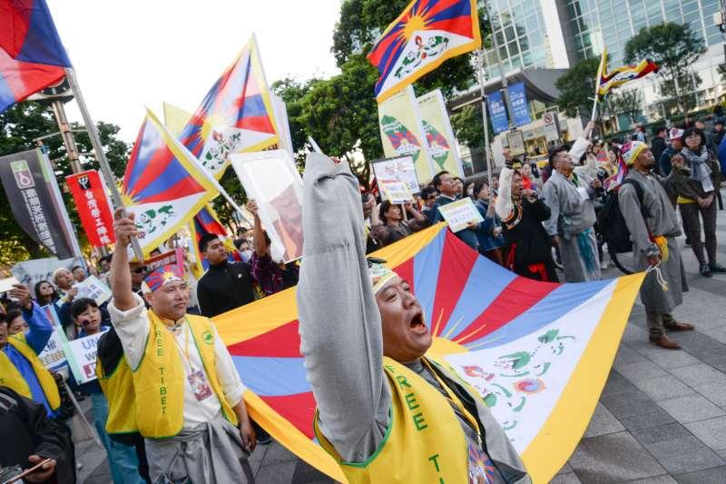 20180310-310西藏抗暴日59週年遊行,群眾集結在終點高唱西藏國歌。(甘岱民攝)