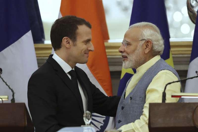 2018年3月,法國總統馬克宏(左)訪問印度,與印度總理莫迪會談(AP)