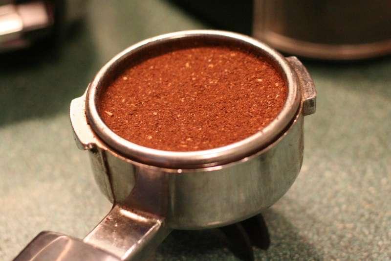 咖啡渣別急著丟,還有很多妙用!(圖/David Joyce@Flickr)