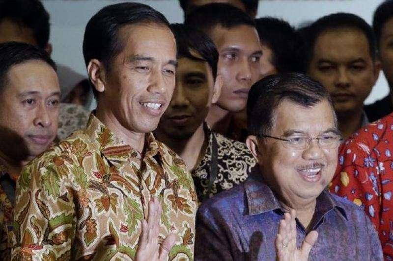 印尼總統佐科威(左)與副總統優素福(右)(AP)