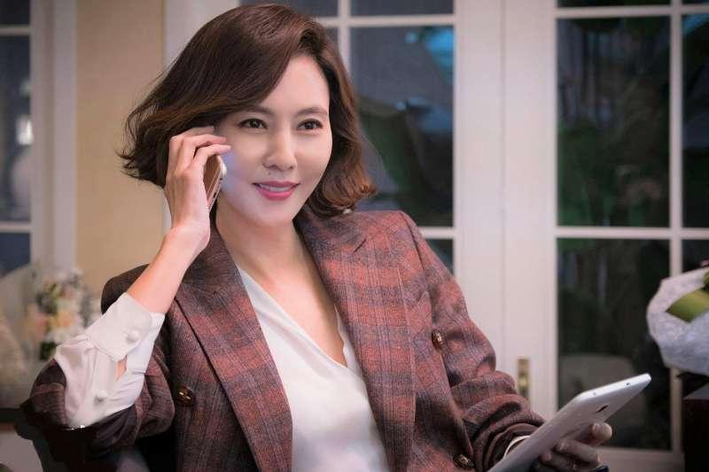 想當聰明的女人,就要都知道這一生有兩件事最重要,一是美麗,二是有錢,妳同意嗎?(圖/JTBC Drama@facebook)