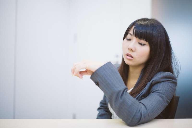 你以為在台灣擔任行政庶務的「無聊工作」,到國外就可以當律師、醫師、會計師?(示意圖/すしぱく@pakutaso)