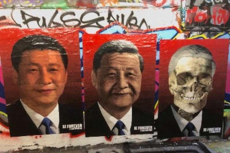 海外留學生的抗議行動蔓延到美國、澳洲等多所高校,圖片為漫畫家巴丟草諷刺習近平無連任限期的作品被貼到雪梨大學塗鴉隧道。(2018年3月12日 吳亦桐提供)