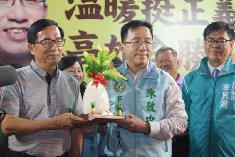 保外就醫的前總統陳水扁生龍活虎,還能為兒子陳致中初選站台。(陳致中臉書)